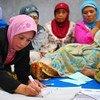 A Yogyakarta, en Indonésie, des femmes discutent de la reconstruction de leur village après un tsunami et un séisme. Photo Banque mondiale/Nugroho Nurdikiawan Sunjoyo