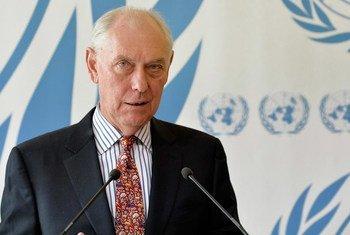 Le Président de la Commission d'enquête sur la situation des droits de l'homme en Érythrée, Mike Smith. Photo : ONU /Jean-Marc Ferré