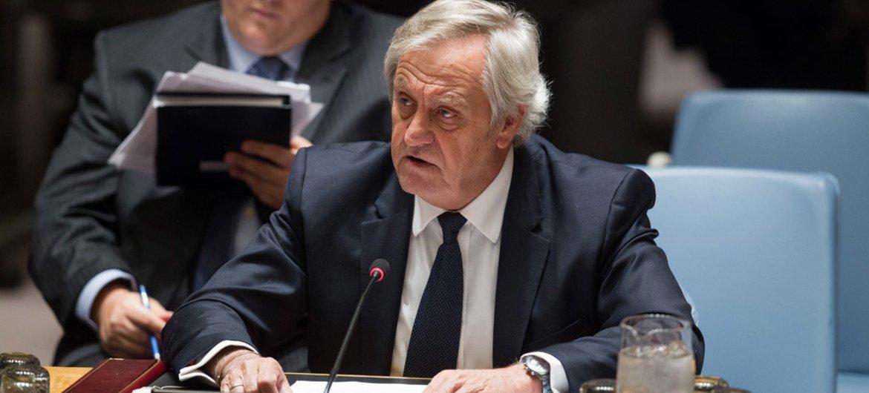 Le Représentant spécial du Secrétaire général des Nations Unies pour l'Afghanistan, Nicholas Haysom, devant le Conseil de sécurité de l'ONU en mars 2015. Photo : ONU / Loey Felipe