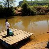 Promotores de salud llevan medicinas a un paciente de tuberculosis en Paraguay  Foto:The Global Fund/John Rae