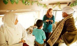 En Egypte, des cliniques mobiles financées par le Fonds mondial de lutte contre le sida, la tuberculose et le paludisme fournissent des traitements contre la tuberculose. Photo Fonds mondial/John Rae