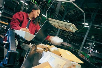 Between 2011 and 2014, global deliveries of small packets and parcels by Posts worldwide increased by some 48 per cent.