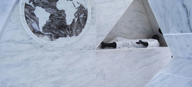 """النصب التذكاري الدائم """"سفينة العودة"""" لتكريم ضحايا الرق وتجارة الرقيق عبر الأطلسي. المصدر: الأمم المتحدة / ديفرا بيركوفيتش"""