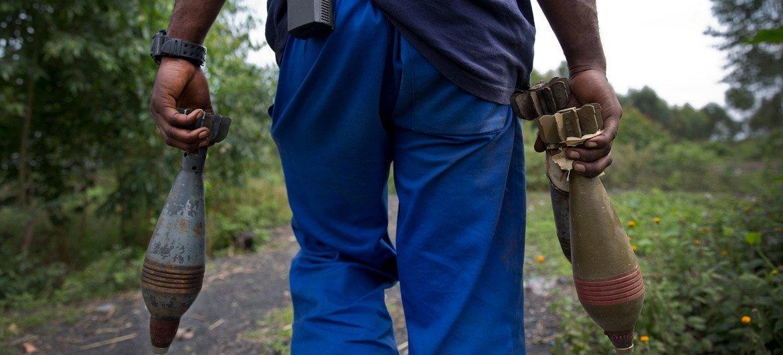 联合国人员在刚果民主共和国开展排雷行动。联合国图片/Sylvain Liechti