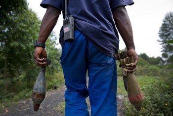 Des munitions non explosées en cours de déminage dans et autour de la région de Goma-Kibati, en République démocratique du Congo (RDC). Photo ONU/Sylvain Liechti