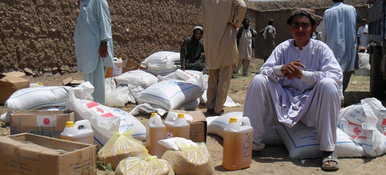 Distribución de ayuda humanitaria en Afganistán.