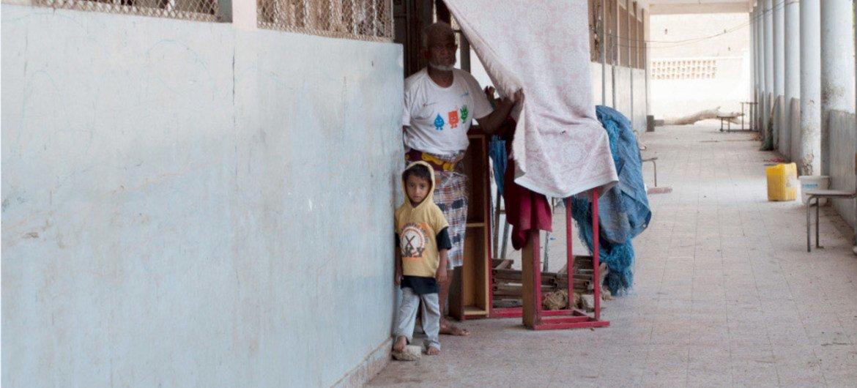 Escuela en Adén sirve de albergue a familias desplazadas por la violencia. Foto: OCHA/Eman