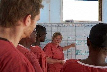 Le nouveau Registre global de l'OMS permettra à l'agence de répertorier les équipes médicales étrangères prêtes à être déployées sur le terrain en cas d'urgence. Photo : OMS / Rob Holden