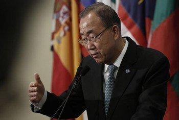 Le Secrétaire général des Nations Unies, Ban Ki-moon, face aux journalistes. Photo : ONU /Evan Schneider