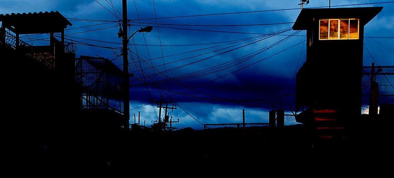 El hacinamiento en las prisiones de Honduras fue uno de los problemas que fueron resaltados en el Examen Periódico Universal del país. Foto: ONU/Evan Schneider