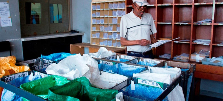 A UPU capacita e presta assistência técnica aos correios para ajudá-los a ter sucesso no mercado de comércio eletrônico.