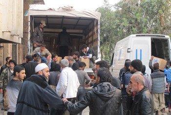 UNRWA distributing aid in Yalda, an area adjacent to Yarmouk, Syria, hosting displaced civilians.