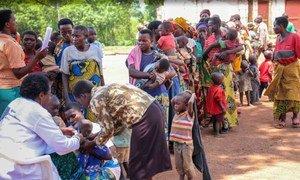Des mères avec leurs enfants au Rwanda après avoir fui le Burundi. Photo HCR/S. Masengesho