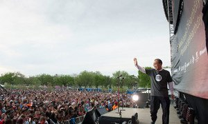 UN Secretary-General Ban Ki-moon greets the crowd at the 2015 Global Citizen Earth Day Concert in Washington, D.C.