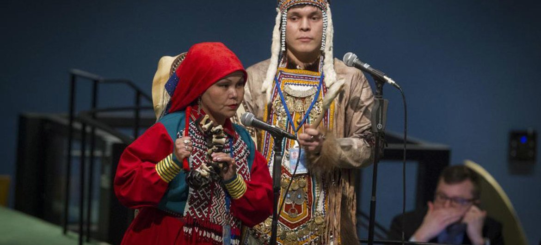 Indígenas participantes en el Foro Permanente sobre Cuestiones Indígenas. Foto de archivo: ONU/Loey Felipe