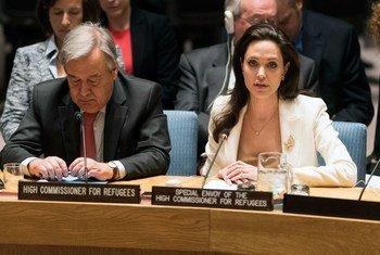 Angelina Jolie, Envoyée spéciale du HCR, lors d'une réunion du Conseil de sécurité sur la Syrie. Photo ONU/Mark Garten