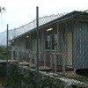 在瑙鲁的澳大利亚庇护申请者中心,里面的生活条件很简陋。