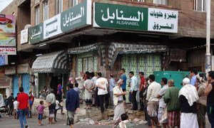 Due to a lack of fuel, electricity and wheat, few bakeries are operating in Taiz, Yemen, forcing residents to stand in long lines for bread.