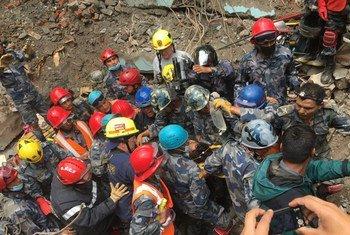 Los trabajadores de rescate en Nepal están teniendo muchos problemas para acceder a los damnificados en zonas remotas. Foto: USAID