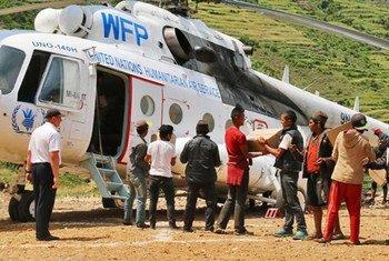 El PMA distribuye ayuda en Nepal. Foto de archivo: PMA/Angeli Mendoza