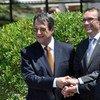El asesor especial sobre Chipre, Espen Barth Eide (centro), junto al líder greco-chipriota Nicos Anastasiades (izq.) y su contraparte turco-chipriota Mustafa Akinci. Foto: UNFICYP