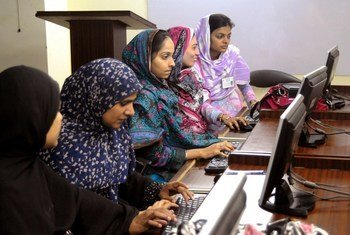 Students of Computer Sciences at Khowaja Institute of Information Technology (KIIT) in Hyderabad, Pakistan learn computing skills.