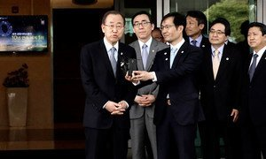 Secretary-General Ban Ki-moon speaks to the press upon arrival in Seoul, Republic of Korea.