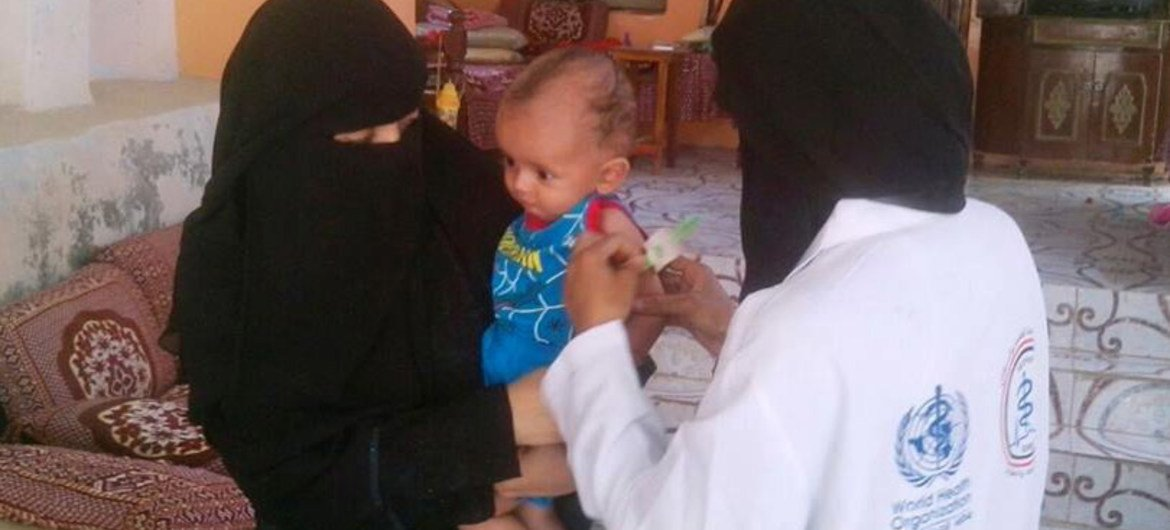 WHO mobile teams in Alluhaya district of Hodeida, Yemen, deliver health services to 880 displaced families.