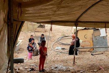 由于以色列的政策与拆除行动,许多居住在约旦河西岸的贝都因游牧社区生活在日益遭受胁迫的环境中。