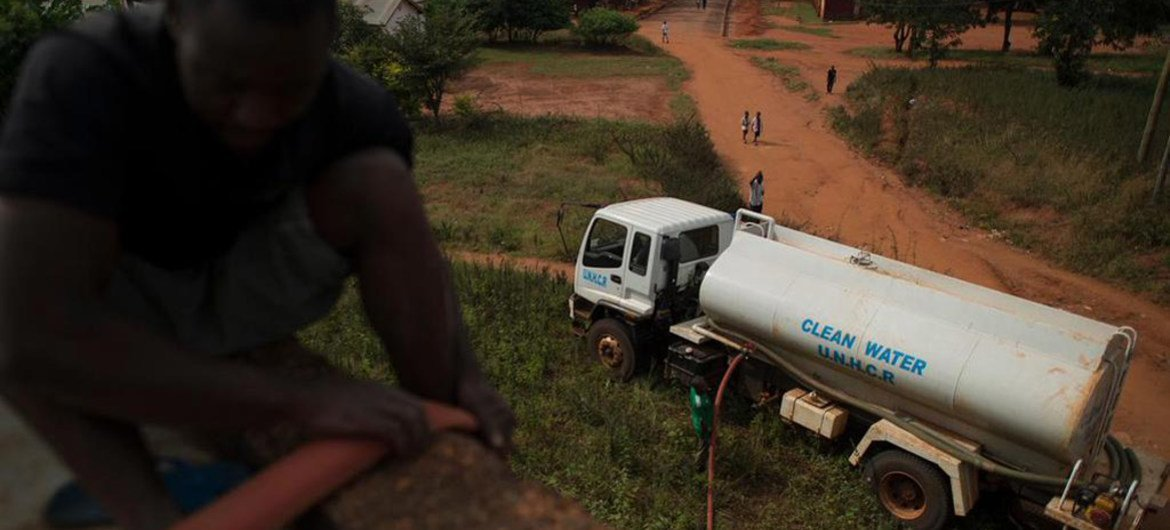 UNHCR is trucking in clean water as one of the responses to the cholera outbreak in the Kagunga area of Tanzania.