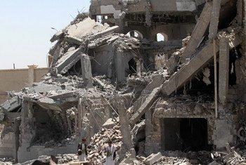 Les restes d'une école à Sanaa, la capitale du Yémen. L'école a été lourdement endommagée lors d'une frappe aérienne. Photo : UNICEF / Mohammed Mahmoud