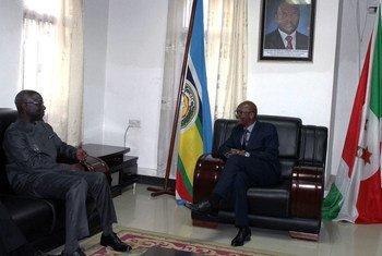 联合国防止灭绝种族问题特别顾问迪昂于2015年6月会晤布隆迪外长。联合国图片