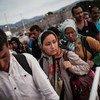 Unos 300 sirios hacen cola para embarcar en el ferry que los llevará de Kos a Atenas, donde podrán ser registrados como solicitantes de asilo político. Foto: ACNUR/S. Baltagiannis