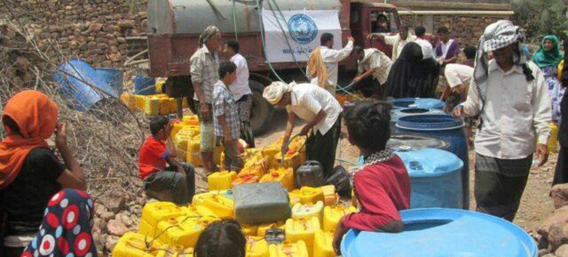 The World Health Organization (WHO) has been delivering water to internally displaced persons (IDPs) in Al-Dhalea governorate, Yemen, are suffering from a shortage.