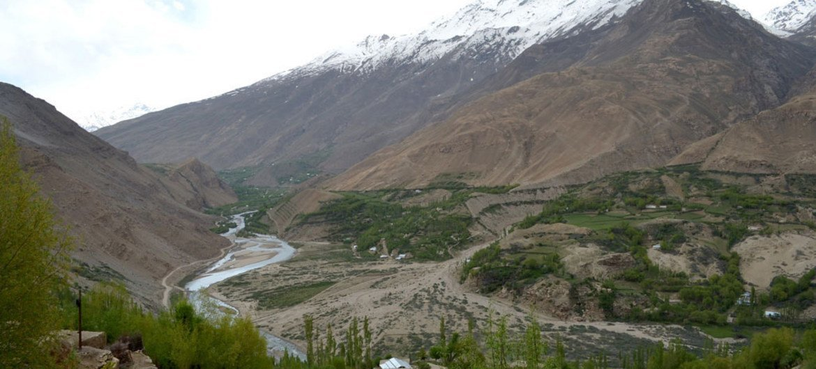 Many communities in Central Asia, like Gorno-Badakhshan Autonomous Province in Tajikistan (shown), are prone to disasters such as flooding and mudslides. The UN is working with the Government to develop a country-wide disaster-resilience strategy.