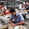 La esclavitud moderna puede ocultarse en las cadenas de producción, alertó experta en derechos humanos. Foto de archivo: OIT Bangladesh