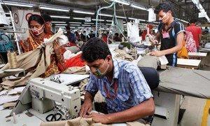 Фабрика по пошиву одежды в Бангладеш.