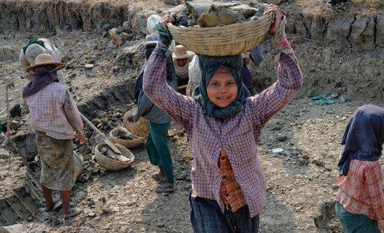 Travail des enfants au Myannmar.