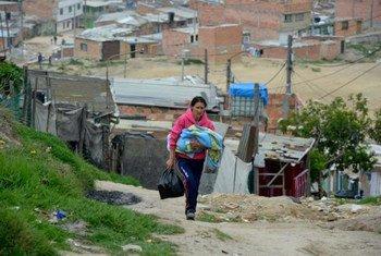 El campamento de Altos de la Florida, en Colombia, alberga a muchos desplazados que tuvieron que dejar sus hogares debido al conflicto en el país. Foto de archivo: ACNUR/S. Rich