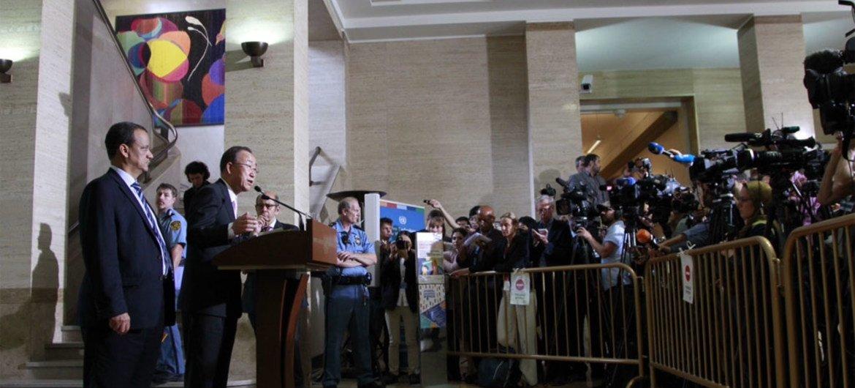 Secretary-General Ban Ki-moon speaks to the press at UN Headquarters in Geneva following meetings on Yemen.
