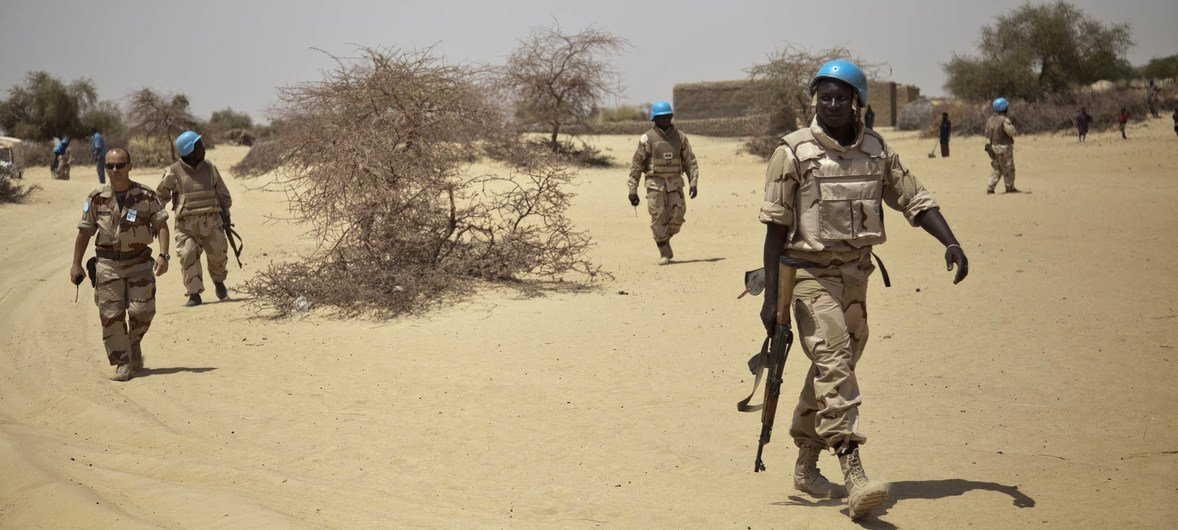 Blue Helmets from Burkina Faso on patrol in Ber, a village north east of Timbuktu, Mali. Photo MINUSMA/Marco Dormino