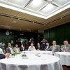 Ismail Ould Cheikh Ahmed (primero a la izquierda) durante las consultas sobre Yemen en Ginebra. Foto de archivo: ONU/Jean-Marc Ferré