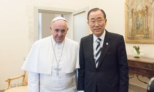Secretary-General Ban Ki-moon meets with Pope Francis at the Vatican on 28 April 2015.
