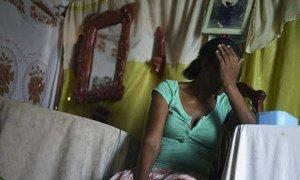 Cette femme est née en Haïti, mais ses huit enfants sont nés en République dominicaine. Des dizaines de milliers de personnes d'origine haïtienne nées en République dominicaine ont eu leur citoyenneté révoquée, faisant d'eux des apatrides menacés de déportation. Photo : HCR / B. Sokol