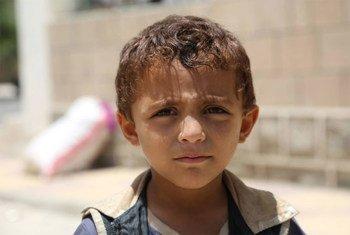 Depuis mars 2015, le conflit a ravagé la vie de millions de familles au Yémen et près de 13 millions de personnes sont désormais privées d'accès à la nourriture, soit 2,3 millions de plus en seulement 3 mois. Photo : OCHA / Charlotte Cans (Sanaa, juin 2015)
