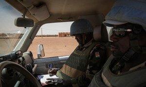 Casques bleus du contingent du Niger en patrouille à Menaka, au Mali. Photo : MINUSMA / Marco Dormino