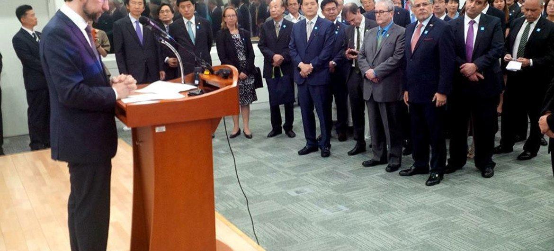 El Alto Comisionado de Derechos Humanos, Zeid Raad Al Hussein, habla con periodistas durante la inauguración de una delegación en Seúl. Foto: OHCHR