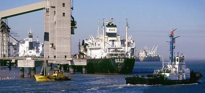 Многие моряки не могут покинуть свои суда из-за мер по сдерживанию распространения COVID-19