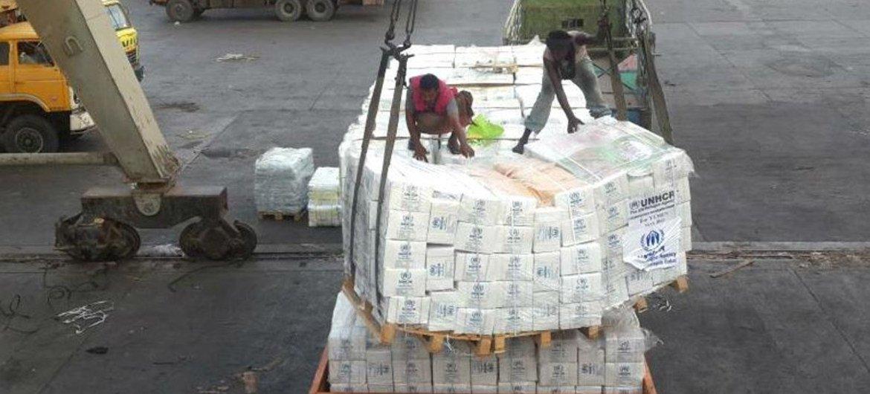 Llegada de un cargamento de suministros humanitarios enviados por la ONU a Yemen. Foto de archivo: ACNUR/A. Zabarah