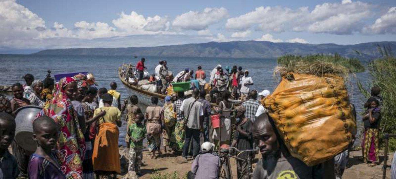 A boat carrying Burundian refugees arrives in Baraka, Democratic Republic of Congo (DRC).
